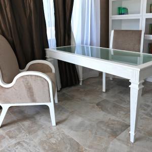 white desk 01